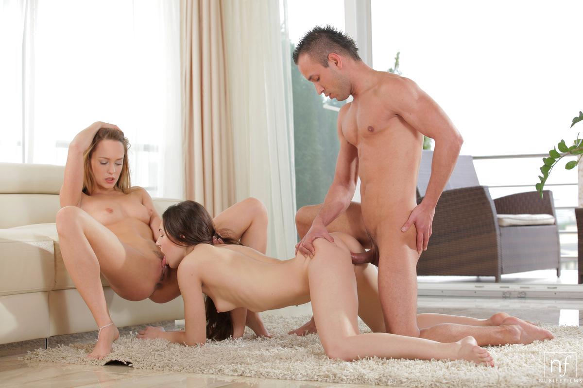 Рв порно парня и девушки, Секс втроем в качестве HD! Парень и две девушки 3 фотография
