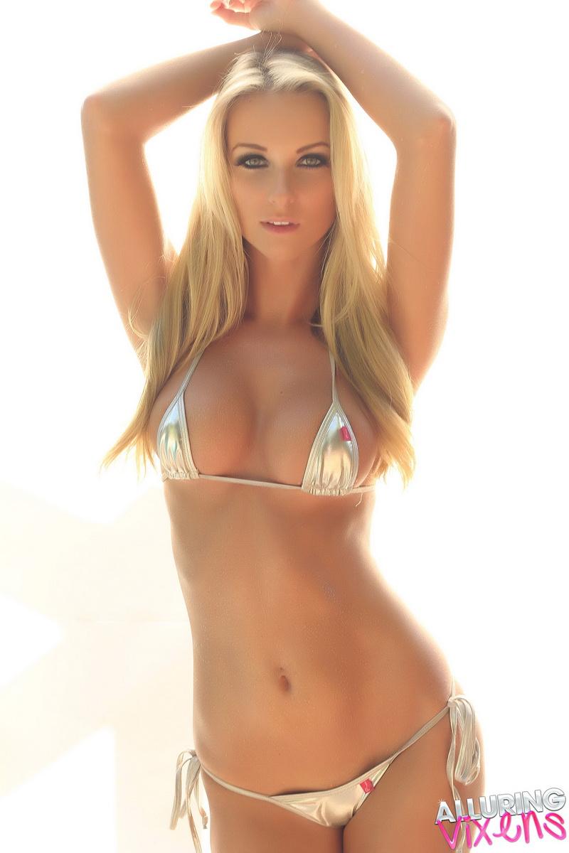 Babe teasing in skimpy bikini